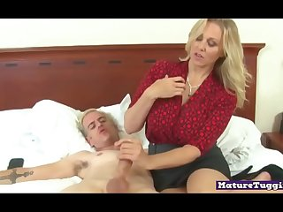 Bigtitted milf gives an amazing tugjob