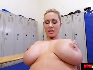 Found a Thick MILF in the Locker Room