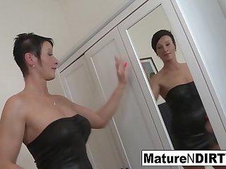 Brunette mature'_s ass is so tight he cums inside her