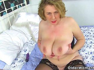 British milf Camilla Creampie fucks fanny with dildo