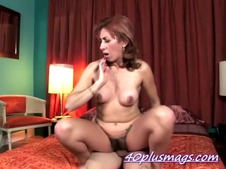 Hairy divorcee Ellen pounding